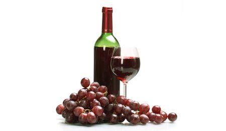 100 Milliliter Rotwein kann bis zu 1,5 Milligramm Resveratrol enthalten