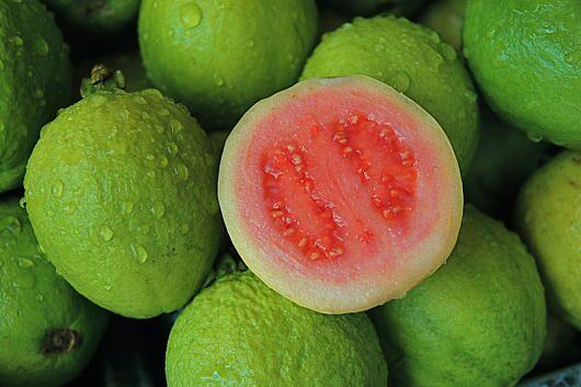 100 g Guaven liefern 273 Milligramm Vitamin C