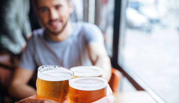 2 Glas Bier können der Potenz zugute kommen, mehr ist kontraproduktiv