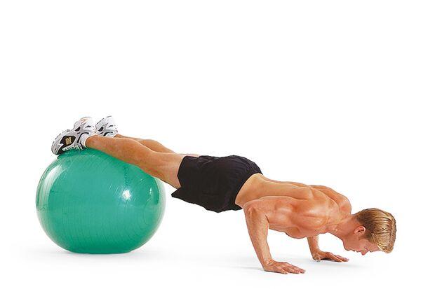 2. Übung: Swiss-Ball-Liegestütze I – Schritt B