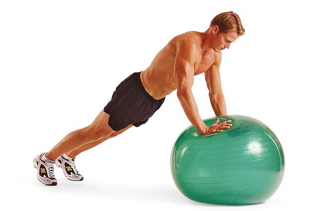 3. Übung: Swiss-Ball-Liegestütze II – Schritt A