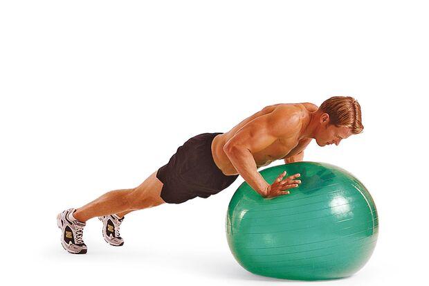 3. Übung: Swiss-Ball-Liegestütze II – Schritt B