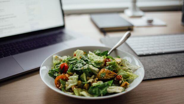 Achte auf gesunde Beilagen, beispielsweise einen Beilagensalat