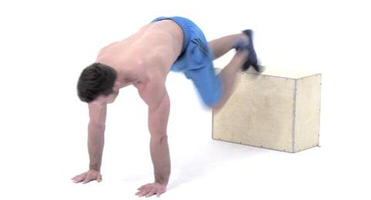 Alles geben, so lautet das Motto beim Tabata-Training. Dieses Workout verbrennt in nur 16 Minuten pro Tag Ihre restlichen Fettreserven. Erhöhte Bergsteiger als Profi-Übung trainieren Ihren Rumpf.