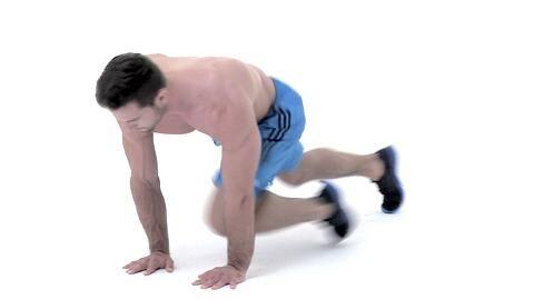 Alles geben, so lautet das Motto beim Tabata-Training. Dieses Workout verbrennt in nur 16 Minuten pro Tag Ihre restlichen Fettreserven. Turbo-Bergsteiger als Fortgeschrittenen-Übung trainieren Ihren Rumpf.