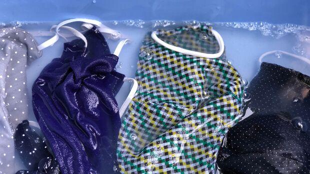 Am besten wäscht du deine Mund-Nasen-Masken seperat bei mindestens 60 Grad
