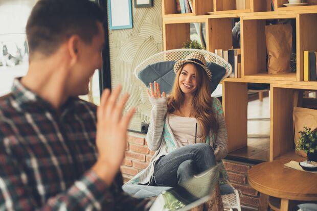 An der Körpersprache erkennen Sie die Flirtbereitschaft