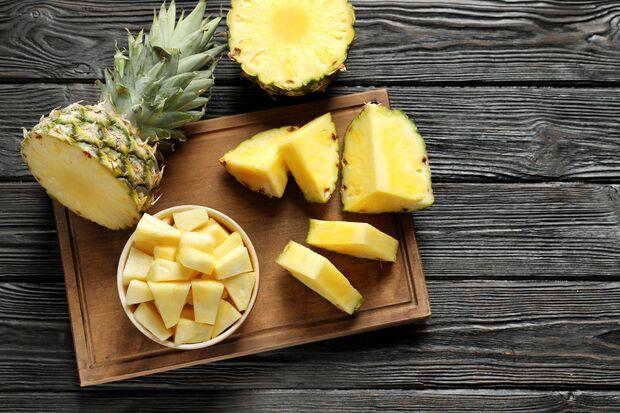 Ananas ist der perfekte Snack bei Hitze