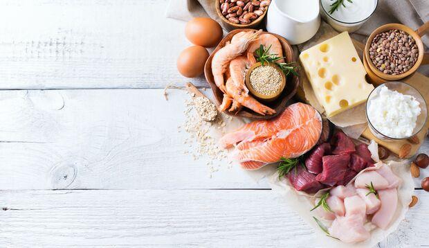 Arginin ist in großen Mengen in Nüssen, Fleisch und Eiern enthalten