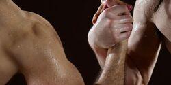 Armdrücken: Für mehr Kraft hohes Gewicht und wenig Wiederholungen