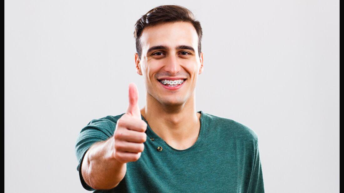Auch Erwachsene können ihre Zahnstellung noch regulieren lassen