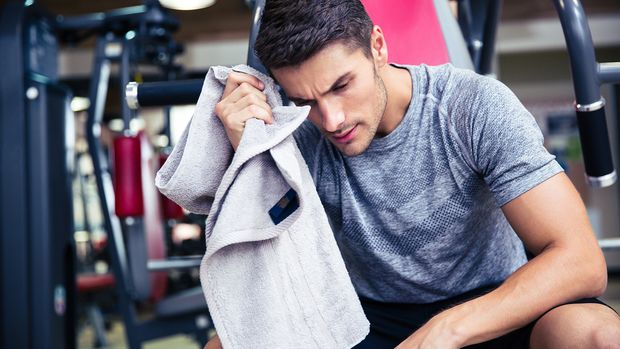 Auf ein schweißtreibendes Training solltest du vorerst im Gym verzichten