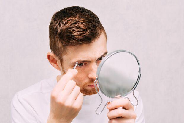 Augenbrauen zupfen: So geht's richtig