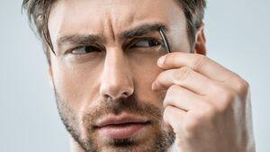 Augenbrauen zupfen für Männer: So geht's