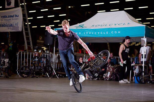 BMX Flatland: Die besten Tipps & Tricks von Profifahrer Rayk Hahne
