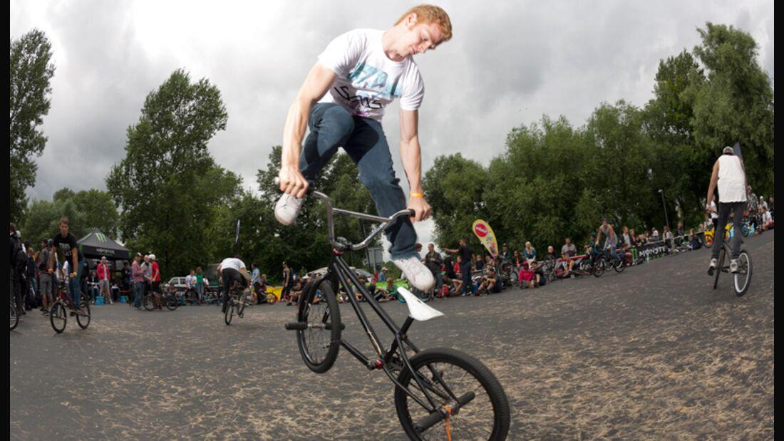 BMX Flatland: Die besten Tricks von Profifahrer Rayk Hahne