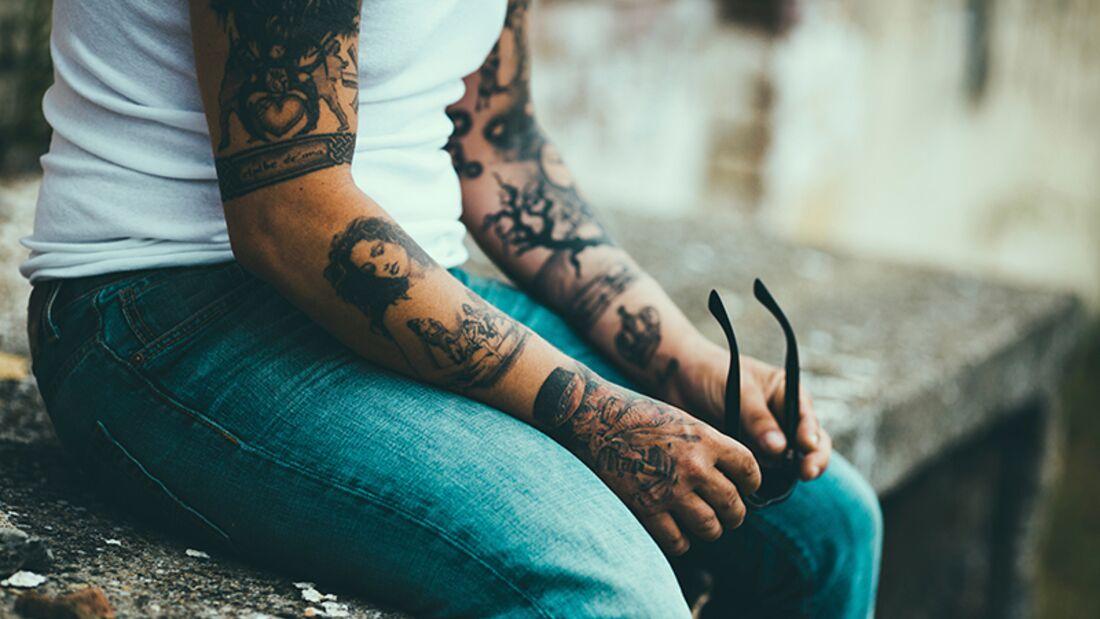 Bei Männern liegen Tattoos voll im Trend