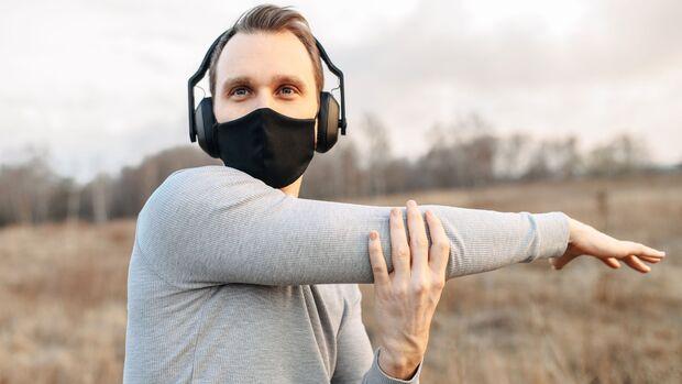 Bei Sport mit Maske sollte man anfangs häufiger Pausen einlegen