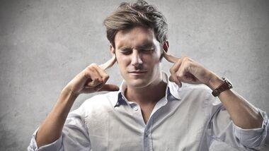 Bei Tinnitus hilft Ohren zuhalten nichts, das Geräusch kommt von innen