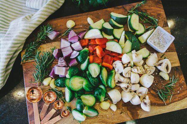 Bei der DASH-Diät stehen vor allem pflanzliche Lebensmittel auf dem Speiseplan