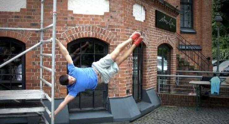 Bei unserer Street-Workout-Challenge hat Content-Manager Martin Werner die Human Flag getestet.