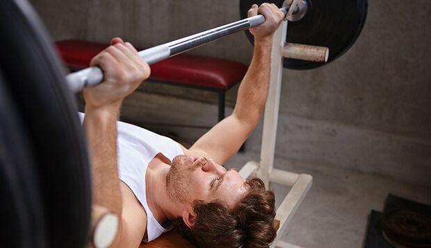 Beim Krafttraining reicht es für einen Effekt, die Belastung zu halten, wenn der Schmerz zu groß wird – beim Kardiotraining müssen Sie durchhalten...