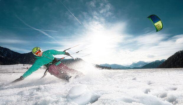 Beim Snowkiten gehen Wintersportler auch im Flachland steil