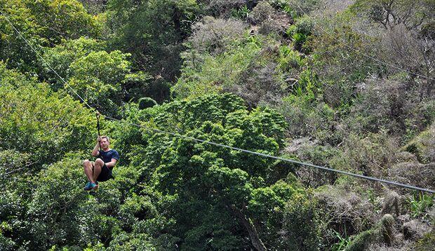 Beim Ziplining geht's wie Indiana Jones über die Baumwipfel