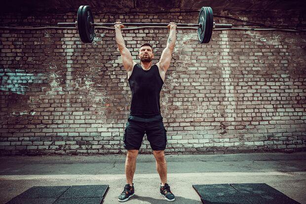 Beim klassischen 3er-Split trennen Sie zwischen Push- und Pull-Übungen. Diese ergänzen Sie durch eine Beineinheit