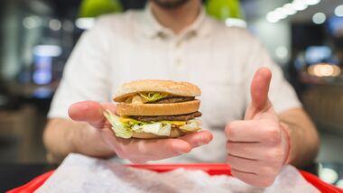 Bestellen Ernährungsexperten wirklich fettige Burger?