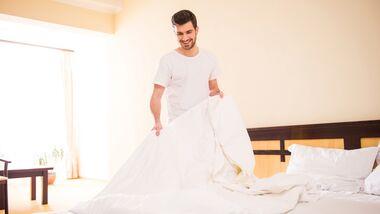 Bettmilben lieben warme-feuchte, stoffbezogene Orte: das Bett ist ihr idealer Rückzugsort