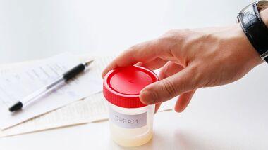 Bevor man Spermien spendet, schließt man einen Vertrag mit einer Samenbank