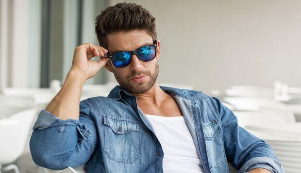 Blaue Brillengläser helfen leider nicht gegen Heuschnupfen-Symptome
