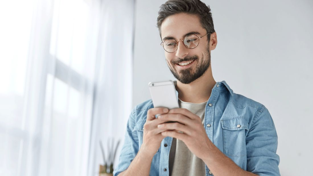 Blaufilterbrillen Darum Brauchst Du Glaser Mit Filter Men S Health