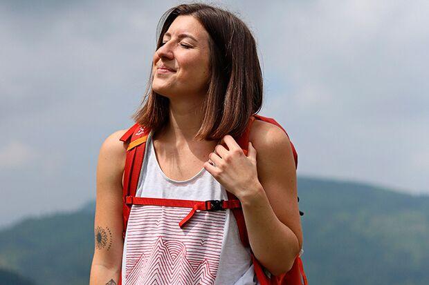 Bloggerin beim Wandern in den Bergen
