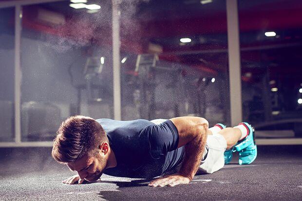 Bodyweight-Übungen halten nicht nur den Körper, sondern auch die Terminplanung flexibel.