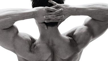 Breite Schultern sind die Voraussetzung für einen V-förmigen Oberkörper