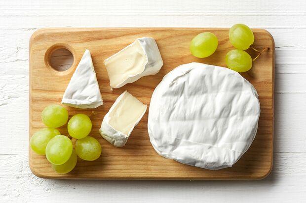Camembert enthält neben Vitamin B12, auch reichlich Vitamin A und tierisches Eiweiß.