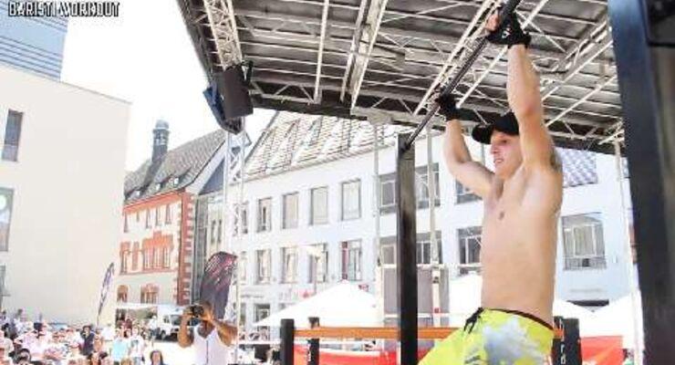 """Christoph Gülden aus Deutschland zeigte unter anderem """"Walking Pull-Ups"""", """"Muscle Ups"""", """"Explosive Pull-Ups"""" und """"Elbow Plank Push-Ups""""."""