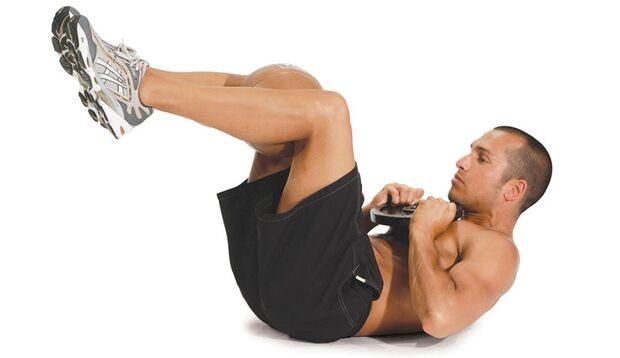 Crunches mit Gewicht und Medizinball