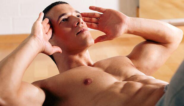 Crunches oder Bauchpressen gehören immer zu den besten Übungen für die Bauchmuskeln