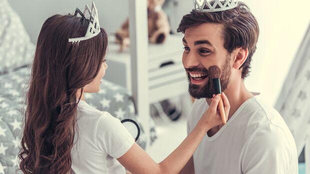 Daddys Beauty-Palace: Papa wird geschminkt