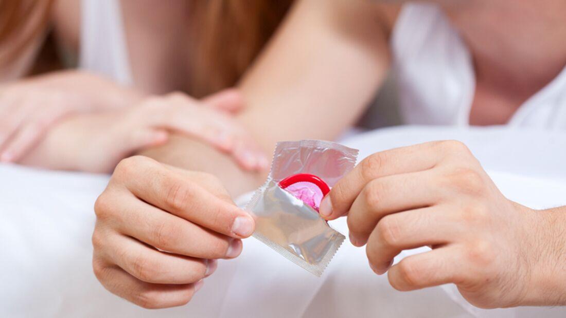 Damit das Kondom Sie wirklich schützt, müssen Sie den Gummi korrekt abrollen