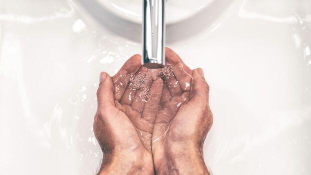 Damit solltest du jetzt deine Hände waschen
