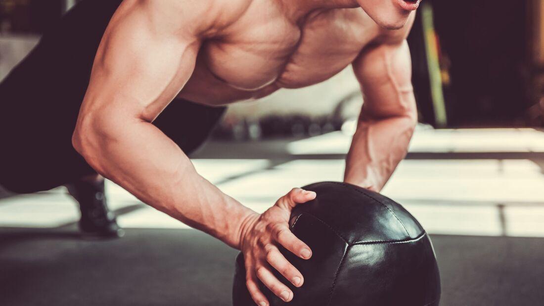 Das 15 Minuten Workout mit einem Medizinball