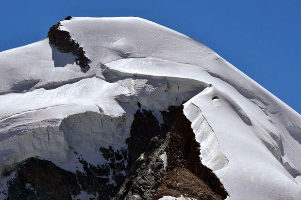 Das Allalinhorn ist zwar ein unscheinbarer 4.000er über Saas Fee, dafür aber gut zu erreichen.