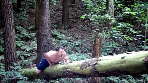 Das Balancieren schult die Beweglichkeit, den Koordinations- und den Gleichgewichtssinn. Es knüpft dabei neue Verbindungen zwischen Hirn und Muskulatur und kräftigt den Rumpf.