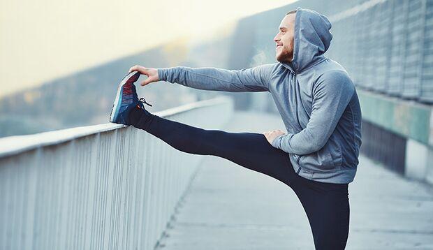 Das Fasziengewebe um die Muskeln profitiert beim Dehnen von Extra-Kicks wie kleinen Bounces