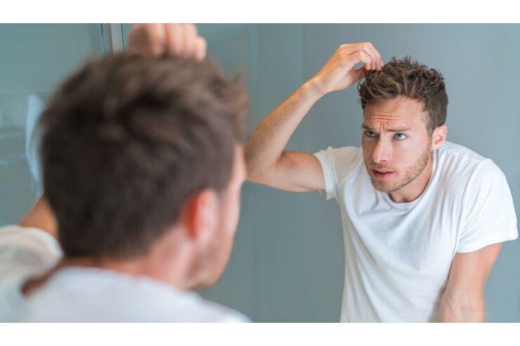 Juckende Kopfhaut: Das hilft! - MENS HEALTH