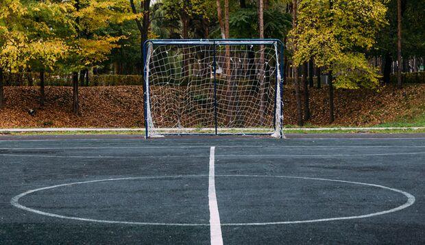 Ded Mityay_outdoor_sport_herbst_fussball_feld
